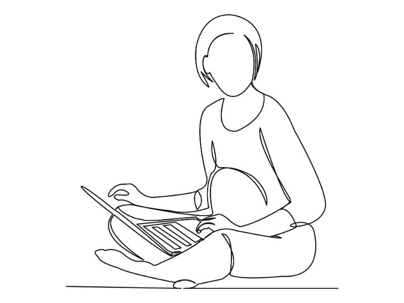 zwangere vrouw met laptop op schoot